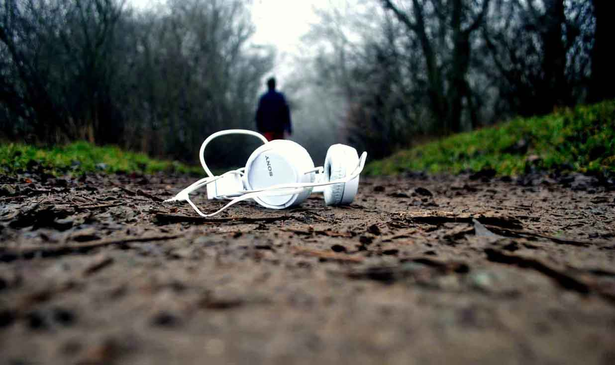 Why-Choose-Cordless-Headphones-for-iPod